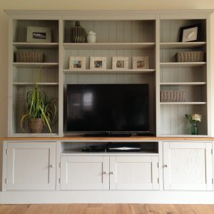 7FT PAINTED TV UNIT/DRESSER