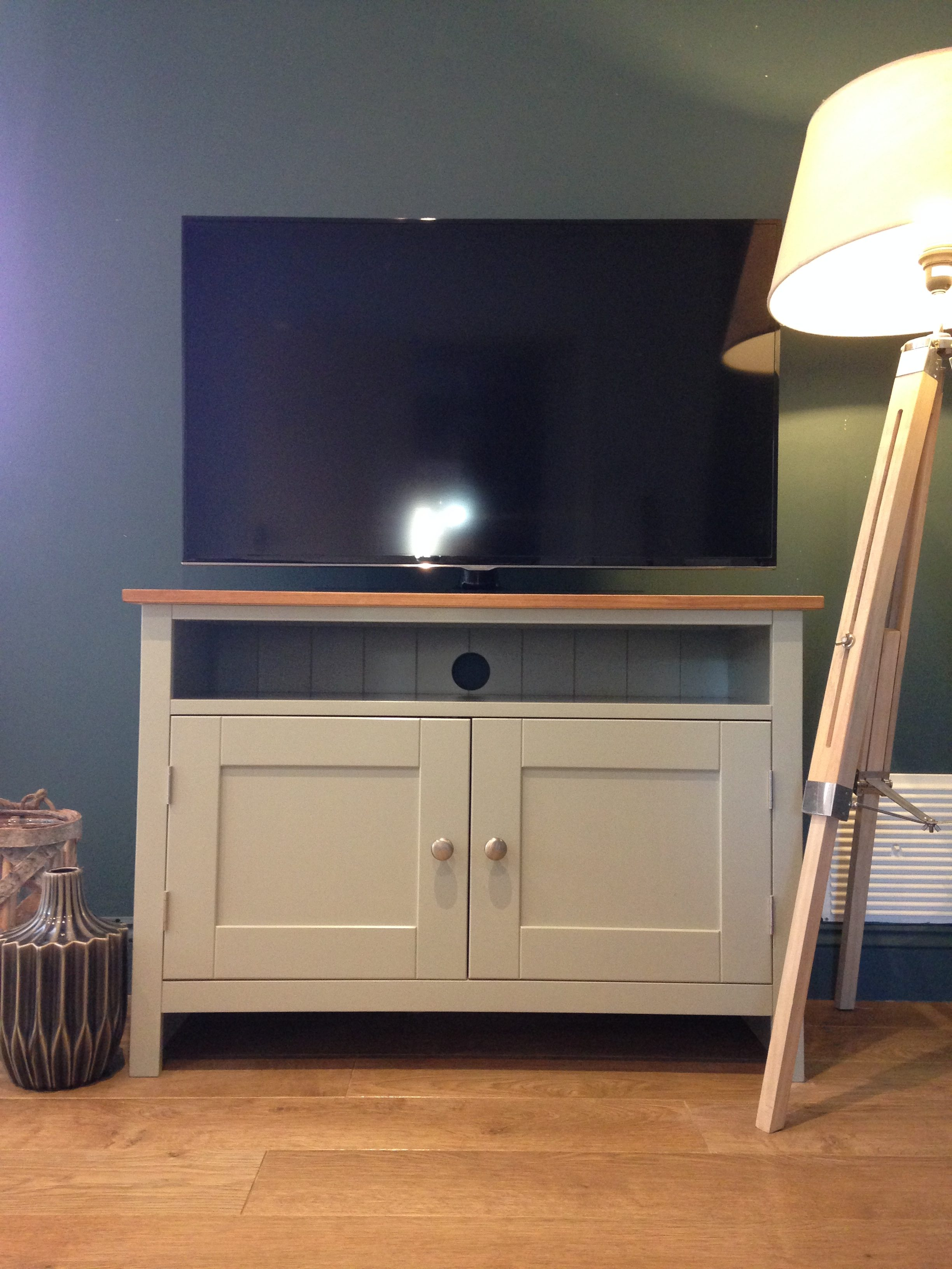 Shaker Style 3ft Solid Pine Tv Cabinet